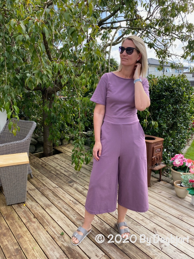 Sewing women's clothes using pdf sewing patterns from indie sewing pattern designers.